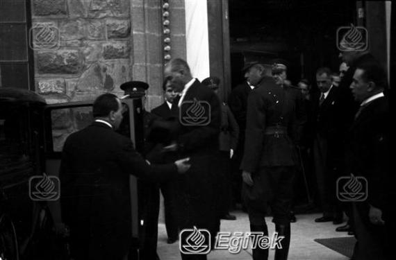 Atatürk TBMM 'de Resmi Kabulde, 1934