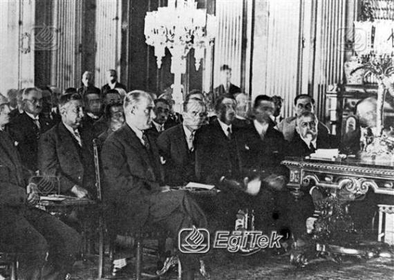 Atatürk, Yeni Harflerin Kabulü, 1928